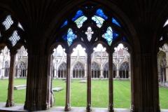 im-kreuzgang-der-kathedrale